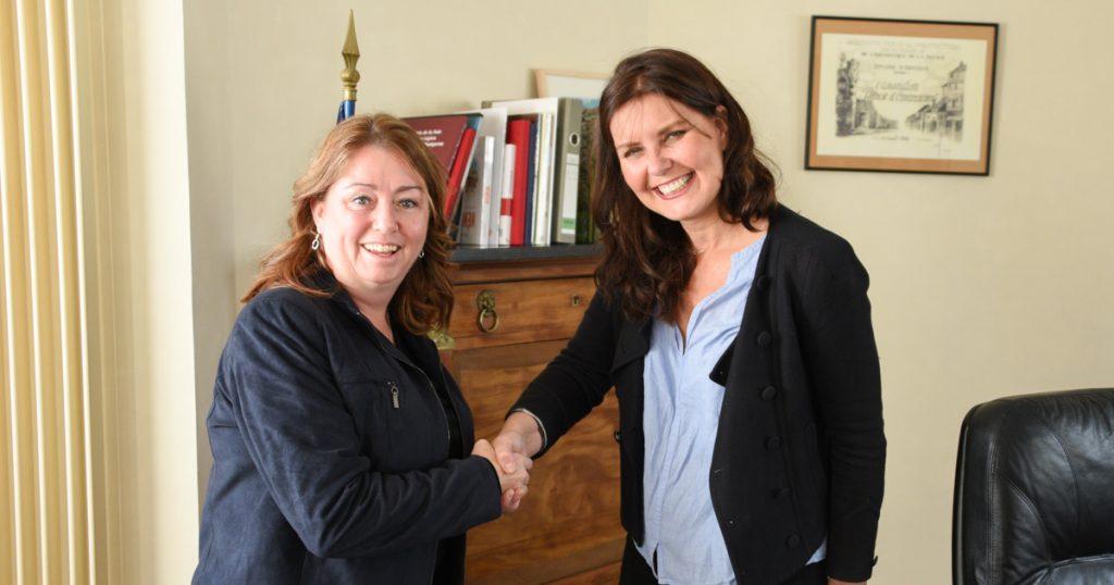 Rencontre en Vicki-May Hamm, mairesse de Magog, et Sylvie Carillon, maire de Montgeron